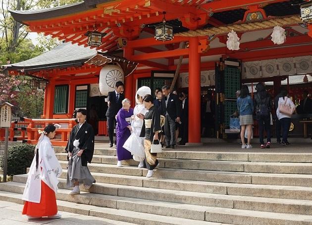 多くの夫婦を輩出している生田神社の本殿。この日も神前式が開かれていた。