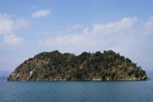 パワースポットの竹生島。アクセスは今津港か長浜港が便利。割引の裏技も。