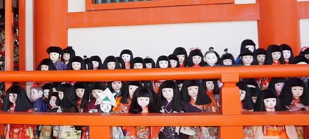 きちんと供養される人形たち。淡嶋神社は決して心霊スポットの類ではない。