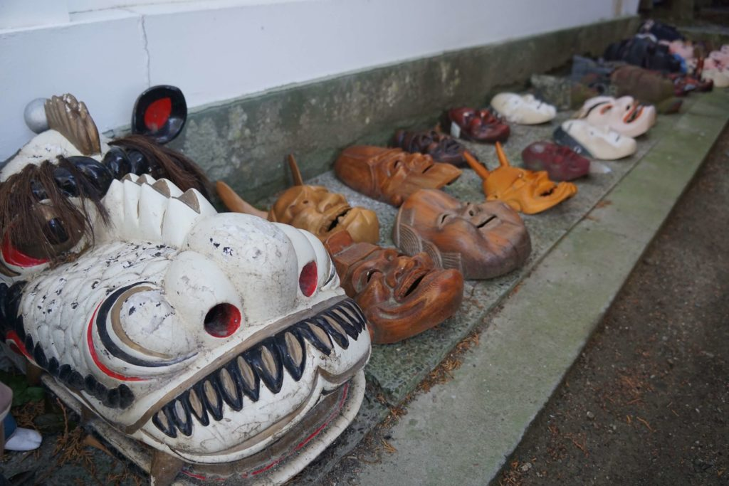 淡嶋神社の人形供養の費用は1500円が目安。ガラスケースや商用利用の人形は不可などルールもある。