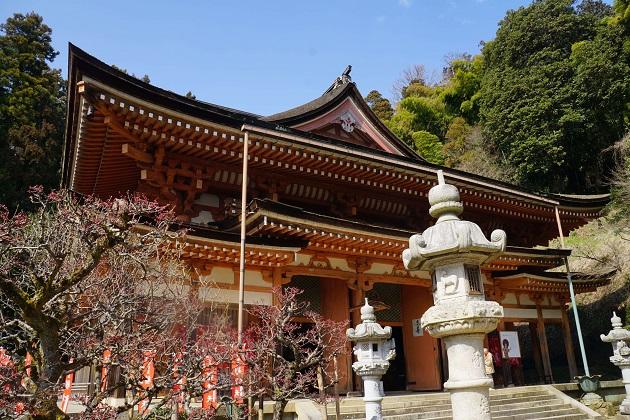 荘厳で圧倒的な存在感を放つ竹生島宝厳寺。ご本尊は大弁財天。