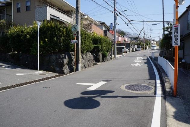 星田妙見宮には専用の駐車場がある。ただアクセスはかなり複雑。迷うこともあるので記事をぜひ参考にして頂きたい。