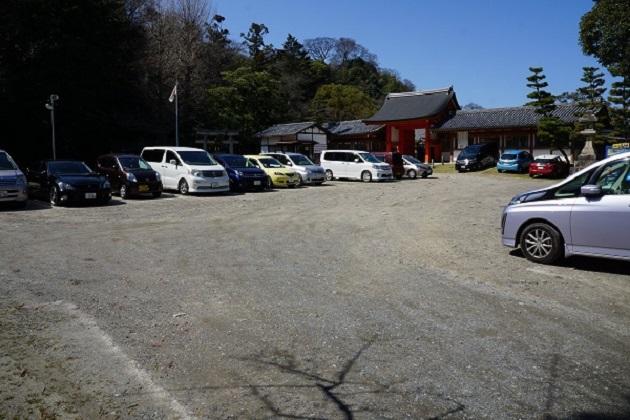 石清水八幡宮の駐車場。500円。有料駐車場の中では最寄りとなる。