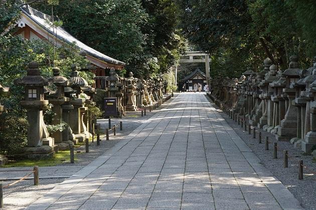 石清水八幡宮の参道。強力なパワースポットだ。歩くにつれて厳かな気持ちになっていく。