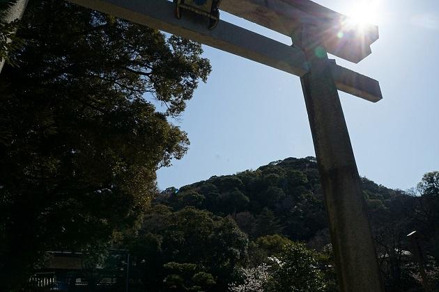 石清水八幡宮は厄除けのご利益で知られ。権力者に勝利をもたらす歴史と神徳がある神社だ。