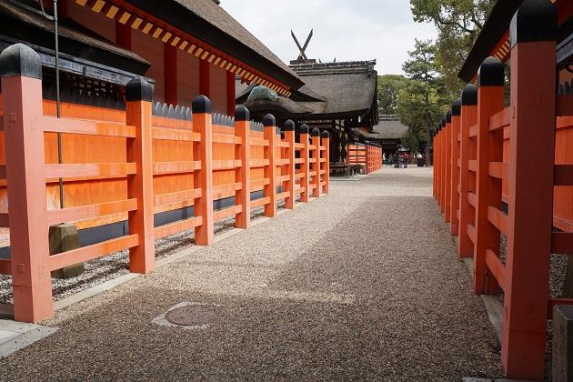 住吉大社の本殿。鮮やかな朱で美しい。