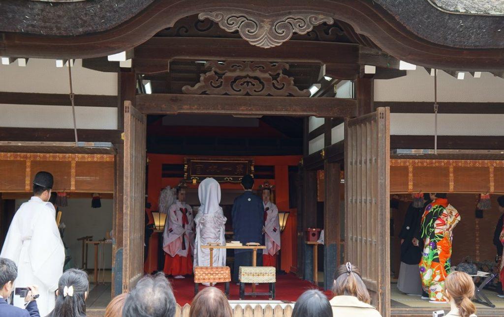 イベントも目白押しの住吉大社だが、神前式もよく見かける光景だ。