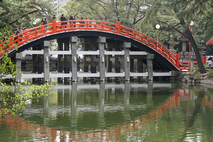 住吉大社のシンボル「太鼓橋」。俗界と神域を分かつ。