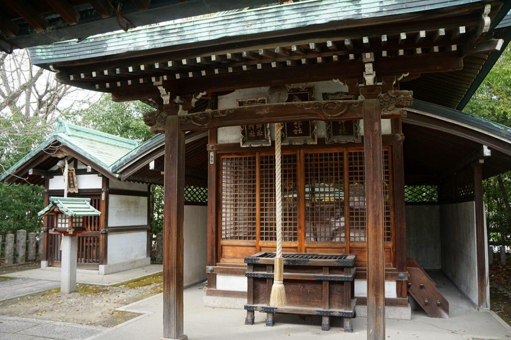 大阪を代表する商いのエリアから集まってきた神社。