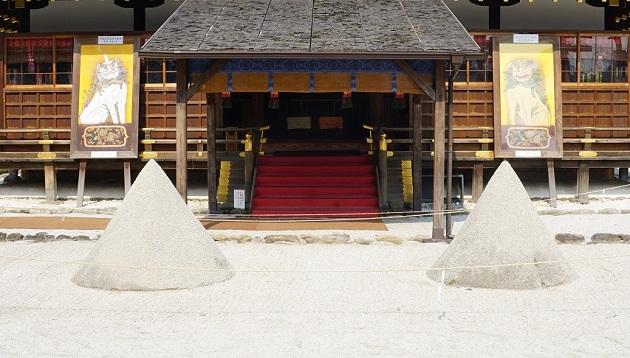 上賀茂神社は清めの砂の発祥地でもある。購入することも可能だ。