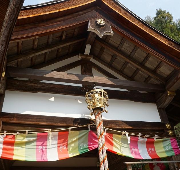 鈴には魔除けの力があるとされる。日本神話では天照大神を天の岩戸から呼び出すのに用いられた。