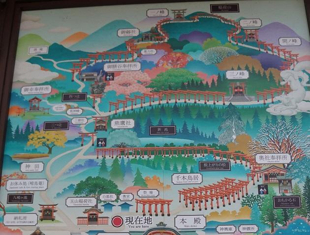 伏見稲荷大社の境内はとても広い。じっくり参拝する場合は半日かけてめぐる形になる。