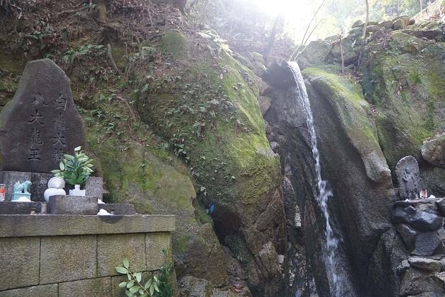 磐船神社が誇る禊と修行の滝「白竜の滝」。交野市の観光スポットに昇格する日も近いかもしれない。