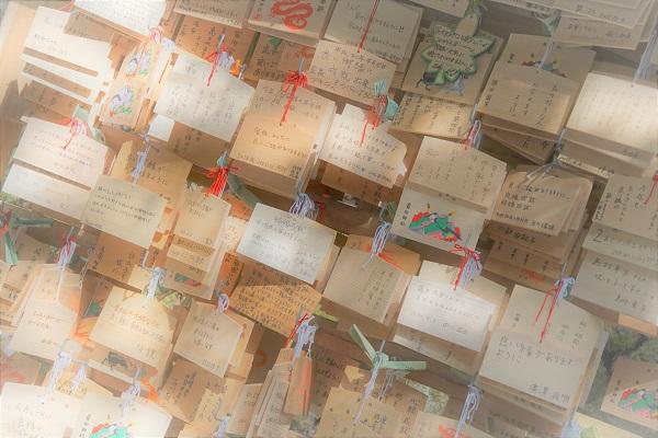 貴船神社は絵馬発祥の地でもある。