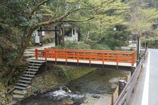 鞍馬山から貴船神社へのアクセスは徒歩でも可能だが相当体力がいる