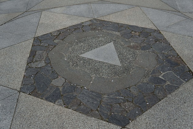 鞍馬寺で最も人気の高い六芒星。星曼荼羅と呼ばれるポイントで、宇宙と一体化する修行の場とされる。