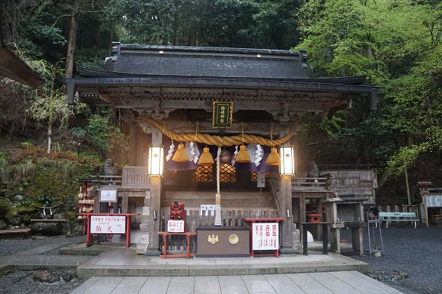 神仏習合の息づかいが聞こえる由岐神社。