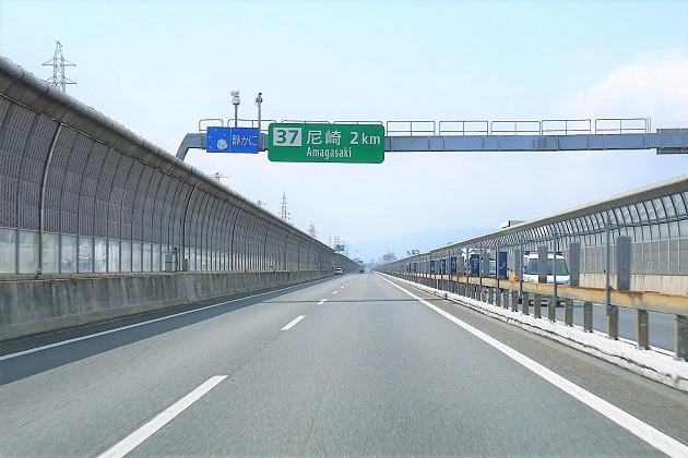 西宮神社は直接境内に車を乗り入れることも可能。イベントのない日は比較的に余裕がある。