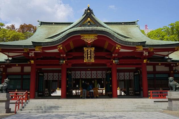 福男を決めるイベントで知られる西宮神社。境内にはどこか明るい雰囲気が漂う。