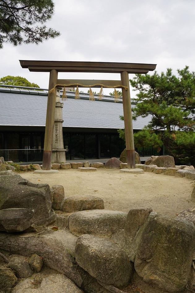 伊勢神宮の遥拝所。場の空気が少し異なる。