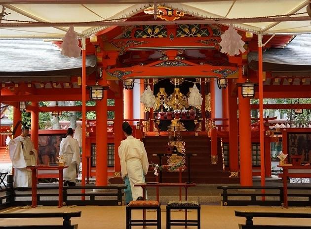 生田神社の本殿。この日も神前で夫婦が誕生した。
