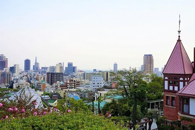 風見鶏の館を望む眺望。北野天満神社が天空の神社と呼ばれるゆえんがわかる。