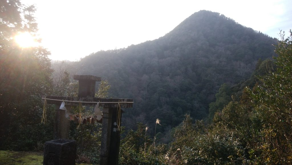 京都にある関西最強の穴場パワースポット「皇大神社」。一願成就の遥拝所は霊験あらたか。