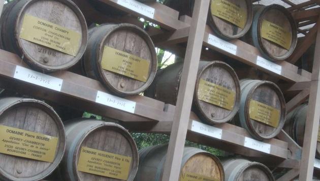日本を近代化した明治天皇の優れた力を象徴するワイン樽。歴史的にも価値がある。