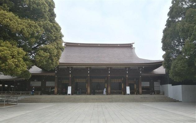 アクセス抜群の明治神宮。多くの参拝者がその凛とした空気に思わず背筋を正す。