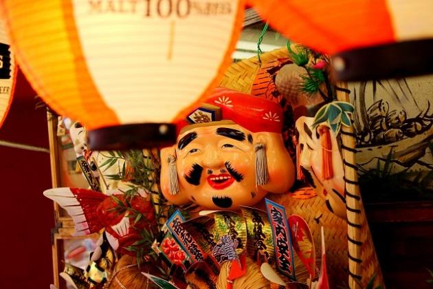 えびす様を祀る西宮神社。参拝時間は夜7時までと比較的遅くまで開いている。