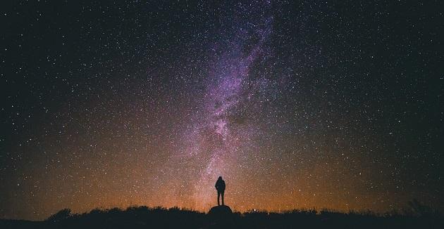 星田妙見宮は星とのつながりが深いスピリチュアルスポット。星降り伝説があり、隕石落下地点と目されるポイントがある。
