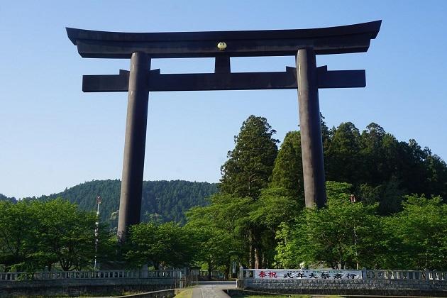 日本一大きな鳥居のある大斎原。熊野本宮大社の旧社地で、御祭神の降臨した地とされる。