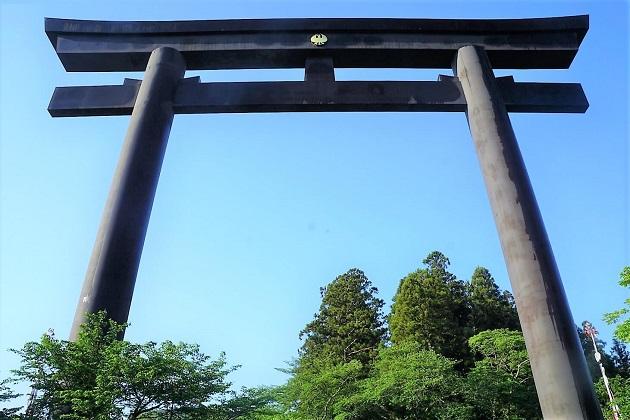 数えきれないほどある鳥居の中で、最も大きい大斎原の大鳥居。ちなみに一番大きな明神鳥居は明治神宮にある。