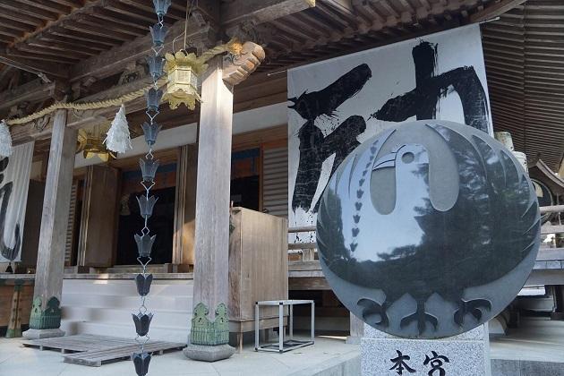 熊野本宮大社だけでなく、熊野三山のシンボル的存在といえる八咫烏。