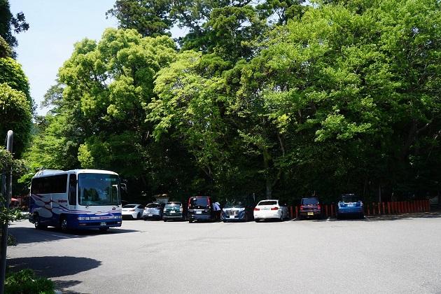 無料駐車場の収容台数は50台。混雑時は臨時駐車場が開設される。