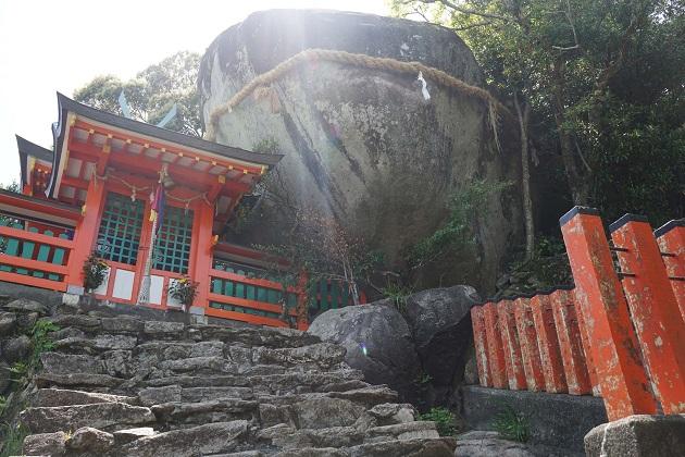 神倉神社は御祭神の降臨した場所にある神社。スピリチュアルな聖域といえる。