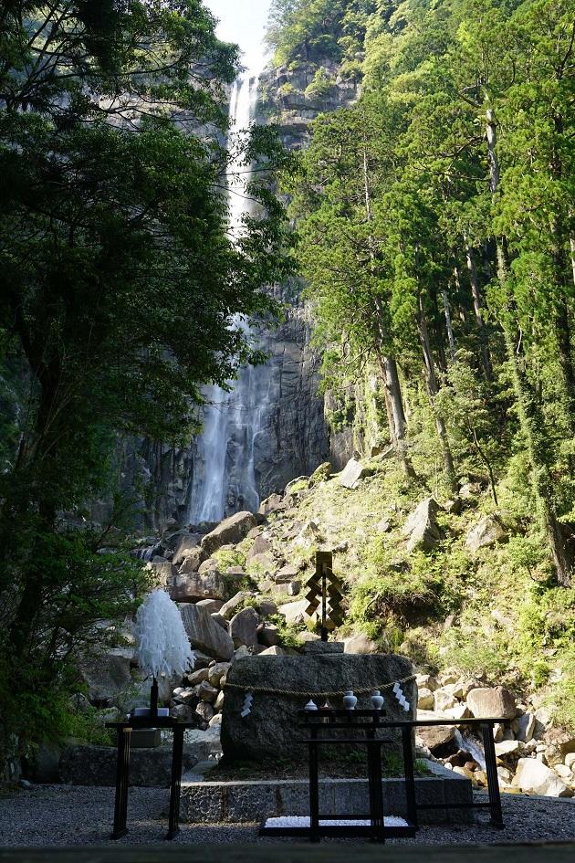 飛瀧神社に本殿はない。自然崇拝の足跡を残す和歌山のプリミティブなパワースポットだ。