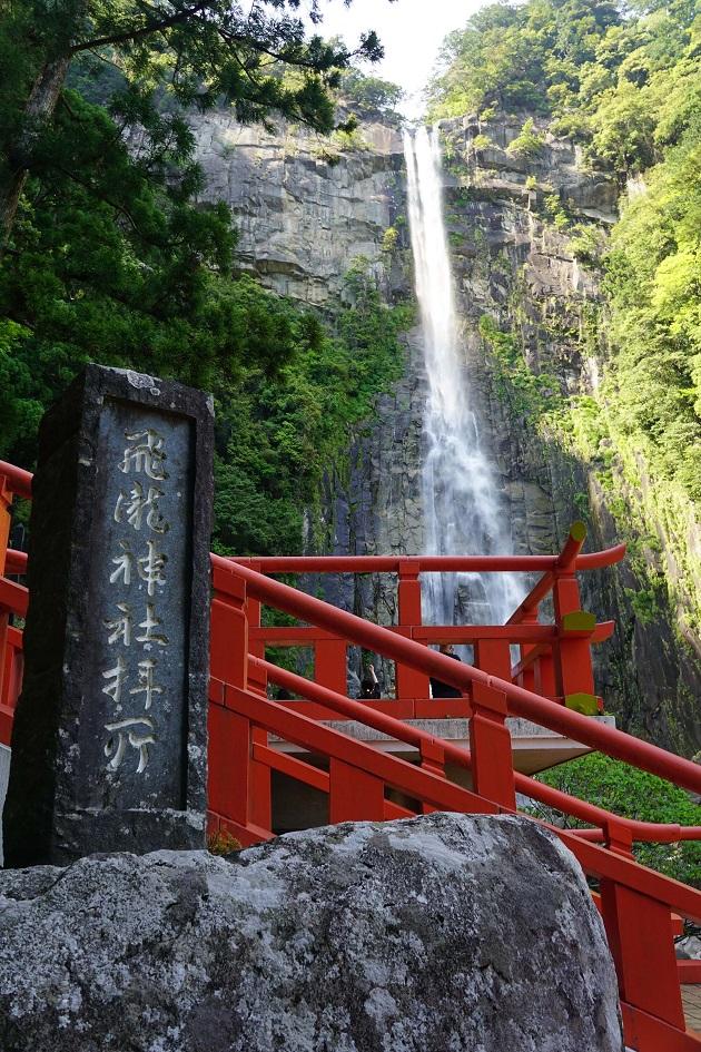 お滝拝舞台は管理人おすすめのポイント。滝のパワーを間近で充填できる。