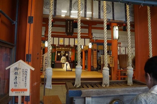 熊野那智大社の拝殿。主祭神は熊野夫須美大神で縁結びのご利益もいただける