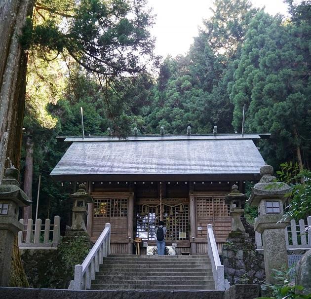 養老神社の拝殿。縁結びのご利益もある。御朱印はない。