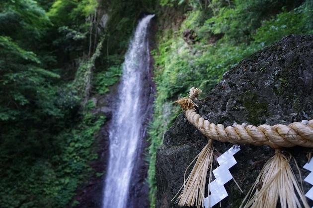 養老の滝は岐阜が誇るパワースポットで、養老伝説の舞台となる場所。修験道の色が強く、周囲には聖域感が漂っている。