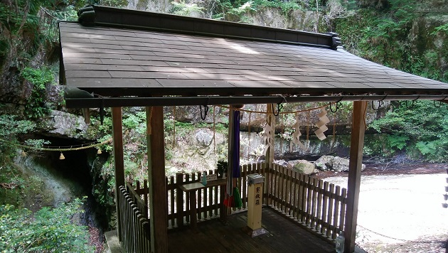 室生龍穴神社の龍穴遥拝所