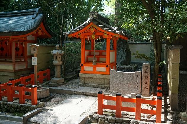 縁切りのジンクスがささやかれる刃物神社。