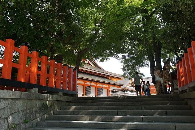 八坂神社は美容水や力水など見どころたくさん。本殿の直下に龍穴があるとされる。
