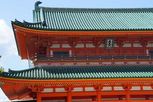 新しい神社ながらも格式の高い平安神宮。神宮の称号は伊達ではない。