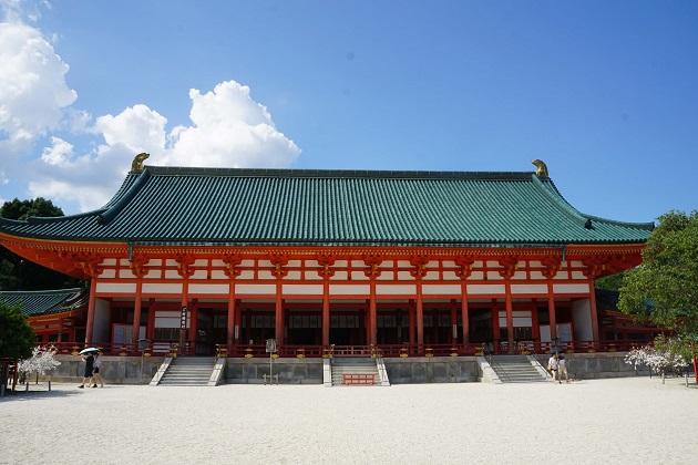 平安神宮は縁結びのパワースポットとして定評がある。