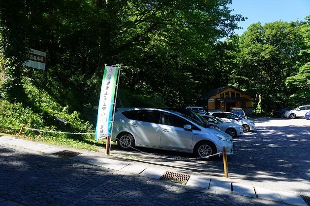 大神山神社奥宮には無料の駐車場がある。ざっとみて普通車20台分のスペースは確保されているようだ。