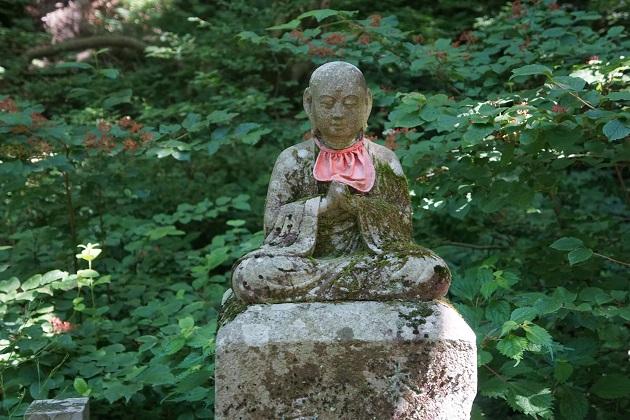 大神山神社奥宮の参道には神仏習合の痕跡があちこちに残されている。プリミティブな地蔵菩薩も見どころだ。