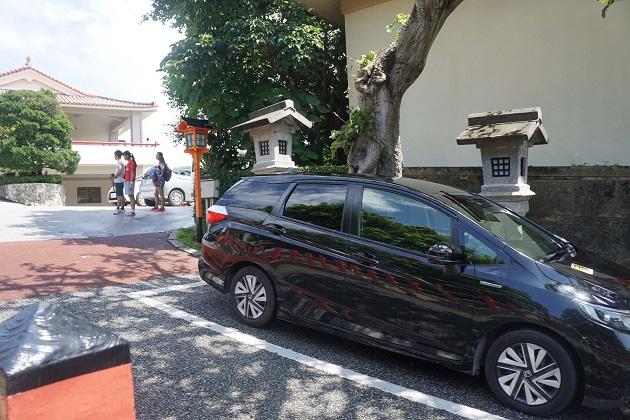 波上宮には無料駐車場がある。ただ台数に限りがあるため注意が必要。