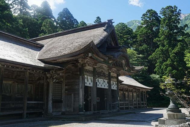大神山神社奥宮の社殿は日本最大級の権現造り。両翼が50mありとても美しい。